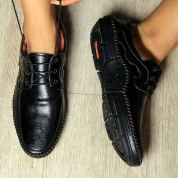 Relaxed Attractive Men Formal Shoes